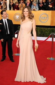 Hilary went for a quite elegance at the SAG Awards in an exquisite nude one-shoulder design.