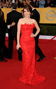 Tina looked like a classic beauty at the SAG Awards in a strapless red gown and an elegant up 'do.