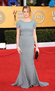 Actress Jenna Fischer dazzled in a sparkling diamond bracelet.