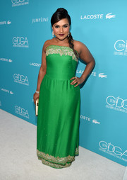 Mindy Kaling went for classic sophistication at the Costume Designers Guild Awards in a green Salvador Perez strapless gown with an embellished neckline and hem.