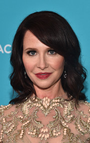 Janie Bryant wore a lovely wavy 'do with side-swept bangs to the Costume Designers Guild Awards.