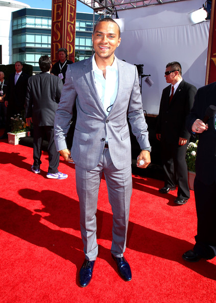 Jesse Williams donned vibrant blue dress shoes with a fitted gray suit.