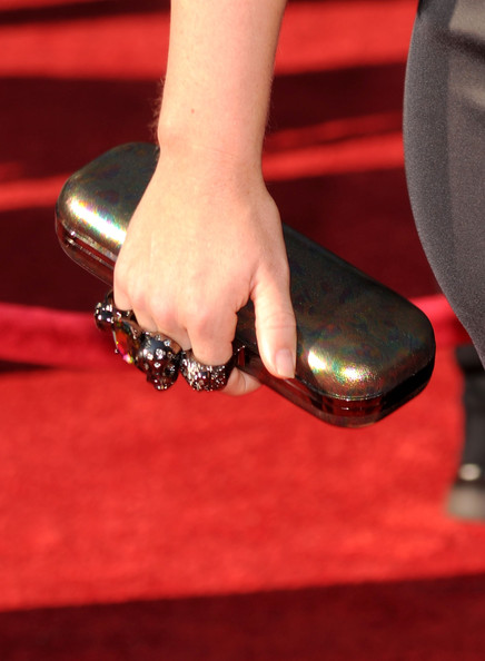 Kendra strolled down the red carpet carrying a Knuckle Duster clutch, that caught our attention.