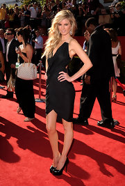 Marisa rocked the red carpet like only a supermodel can. The bombshell donned a wrapped cocktail dress with platform pumps.