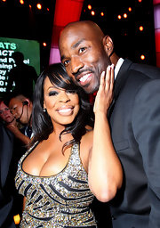 Niecy Nash attended the 2010 ESPY Awards wearing an eye-catching beauty look. Her lips were glossy in a soft beige shade. On the outer edges, she used a darker shade for added dimension.