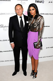 Designer Rachel Roy showed up at the Elton John party in a barely-there top and lilac colored skirt. She kept things simple with a black textured clutch.