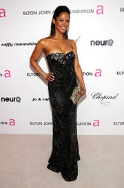 Stacey Dash arrived at the Elton John AIDS Foundation Academy Award Party in a stunning black strapless evening dress.
