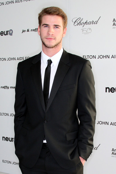 More Pics of Liam Hemsworth Narrow Solid Tie (1 of 4) - Liam Hemsworth Lookbook - StyleBistro [suit,formal wear,tuxedo,white-collar worker,tie,businessperson,arrivals,liam hemsworth,california,los angeles,pacific design center,elton john aids foundation,oscar viewing party]