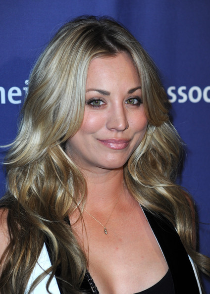 More Pics of Kaley Cuoco Chain Strap Bag (1 of 2) - Kaley Cuoco Lookbook - StyleBistro