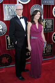 Mary Steenburgen wore a maroon knit gown to the SAG Awards.