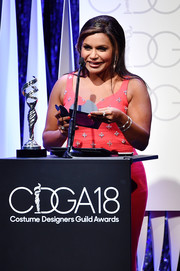 Mindy Kaling accessorized with a pair of pearl bracelets at the 2016 Costume Designers Guild Awards.