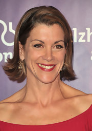 Wendie Malick accented her blunt bob haircut with elegant diamond drop earrings.