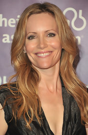 Leslie Mann opted for slightly wavy tresses at a fundraiser in Beverly Hills. Natural makeup and a glossy lip completed her look.