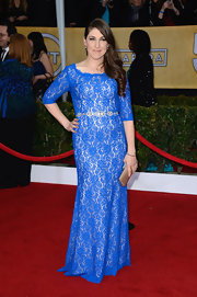 Mayim chose a color that really stood out on the red carpet—this electric blue was a brilliant choice!