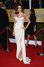 Sofia Vergara looks younger and younger every day! For the SAG Awards, she wore an asymmetrical iridescent gown.