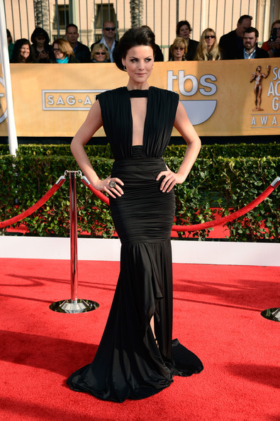 Jaimie Alexander Wore a Dramatic Black Gown at the 2013 SAG Awards