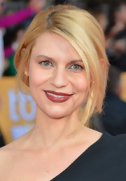 We're pretty much love drunk over Claire Danes' rich Merlot lipstick at the 2013 SAG Awards.
