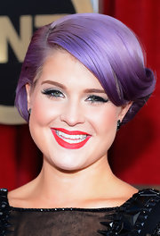 Kelly played up the haute hue of her hair with matching lavender eyeshadow at the 2013 SAG Awards.