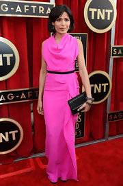 Freida looked stunning in hot pink draped fabric at the Screen Actors Guild Awards.