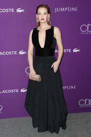 Jess Weixler styled her gown with an elegant gold chainmail clutch.