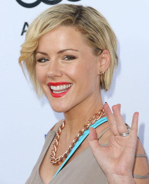 More Pics of Kathleen Robertson Short Side Part (1 of 3) - Short Side Part Lookbook - StyleBistro