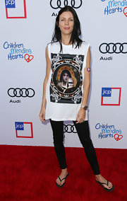 Liberty Ross brought some edginess to the Children Mending Hearts red carpet with this oversized print shirt and leather pants combo.
