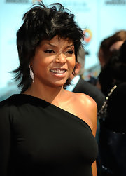 Taraji is rockin some oval shaped diamond earrings that add an interesting it factor to her form fitting black dress.