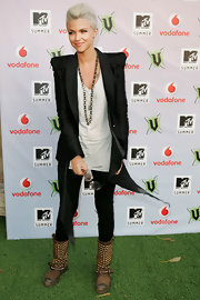 Ruby looked so fabulous in a chic black blazer with padded shoulders, layered over a simple white tee and leggings.