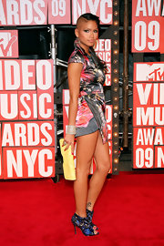 Cassie flashed a decadent diamon bracelet while on the red carpet at the VMA's. Wowzers!