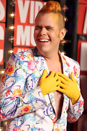 Perez Hilton topped off his showy look during the 2009 MTV Video Music Awards with an orange-dyed hightop fade.