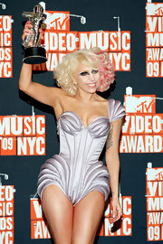 Lady Gaga rocked soft curls with pink highlights at the MTV Video Music Awards.