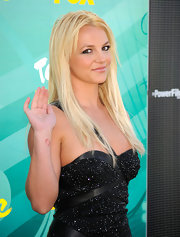 Britney Spears showed off her long blond locks at the Teen Choice Awards.