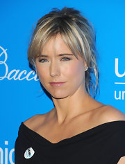 Tea Leoni wore her blonde hair in a messy textured updo for the 2009 UNICEF Snowflake Ball in NYC.