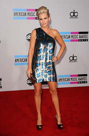 Jenny McCarthy shows off her fit legs in this one-shoulder Stella McCartney sequined design.