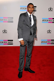 Trey Songz hit the red carpet at the American Music Awards in a slate gray suit. Black oxfords put the finishing touch on his look.
