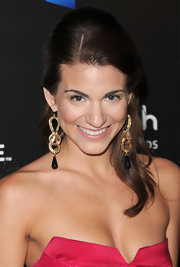 Rachel paired her pink strapless dress with stand out gold dangle earrings.
