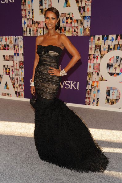 Iman finished off her elegant Gianbattista Valli gown with Art Deco diamond bracelets piled on two wrists.