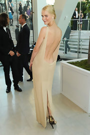 Carmen showed off the open-back to her nude evening gown which she paired with a classic twisted bun.