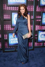 Kara walked the red carpet in a one-shoulder navy frock which she paired with a metallic silver clutch.