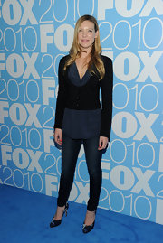 Anna Torv shows off her curves in a pair of skinny blue jeans.