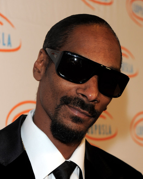 The West Coast king hit the red carpet rockin' blackout oversized shades.