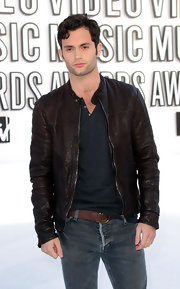 Penn Badgley wore brown leather jacket while hitting the white carpet at the MTV Video Music Awards.
