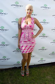 Amber highlighted her curves in a pink, body-skimming, print dress.