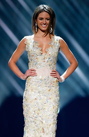 Jesinta Campbell wore a head-turning evening gown.  The details on this dress are mesmerizing!