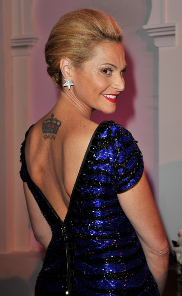 Simona Ventura topped off her dazzling look with star-shaped diamond earrings.