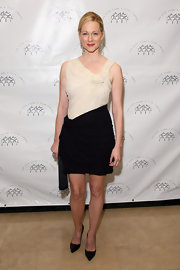Laura Linney paired her color block dress with classic black pointy toe pumps.