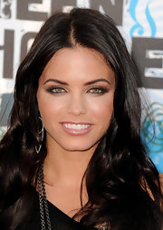 Jenna Dewan showed off her long curls while hitting the Teen Choice Awards.