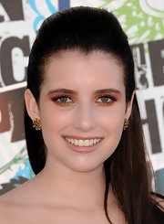 Emma Roberts sizzled on the red carpet with drenched copper lids. Shimmering nude gloss finished off her look.