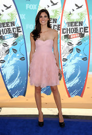 This perfectly pale ruffled cocktail dress was deliciously girly on Daniela Ruah.