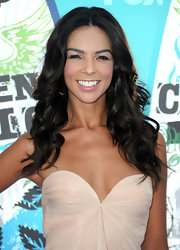 Terri Seymour showed off her long curls while walking the red carpet at the Teen Choice Awards.